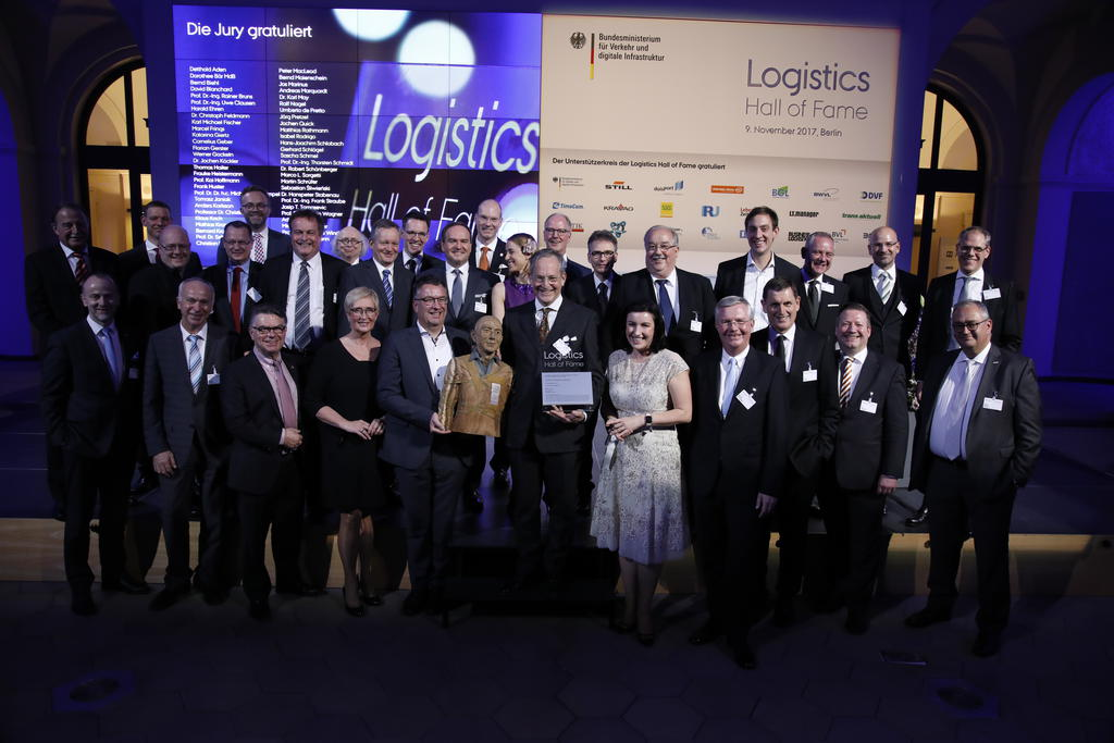 Jeff Bezos in Berlin in die Logistics Hall of Fame aufgenommen